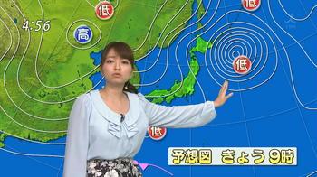 低気圧を指している福岡良子.jpg